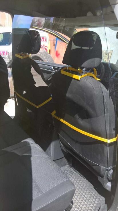 Предпазен параван от плексиглас за такси