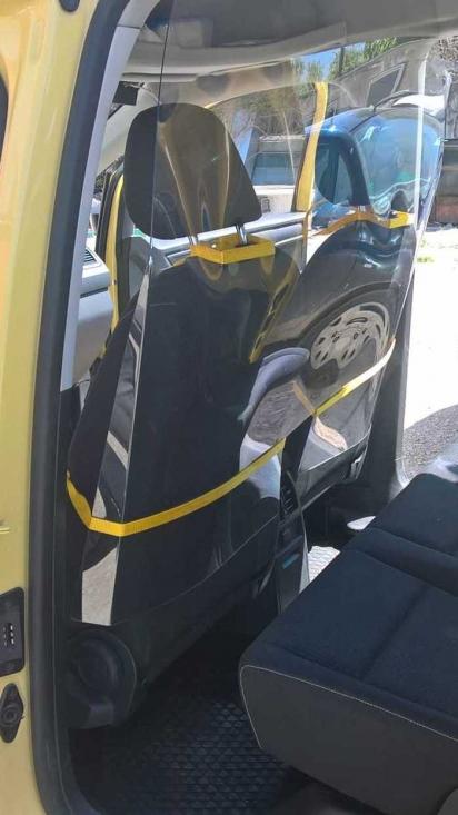 Защитна преграда от плексиглас за автомобил